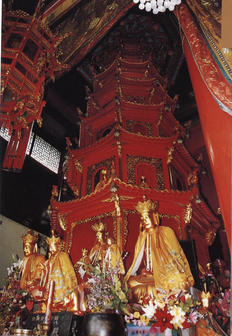 九华山肉身殿内的金地藏菩萨真身