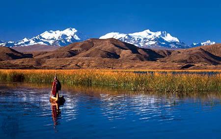 玻利维亚与秘鲁交界的的喀喀湖:世界最高可驶船的湖
