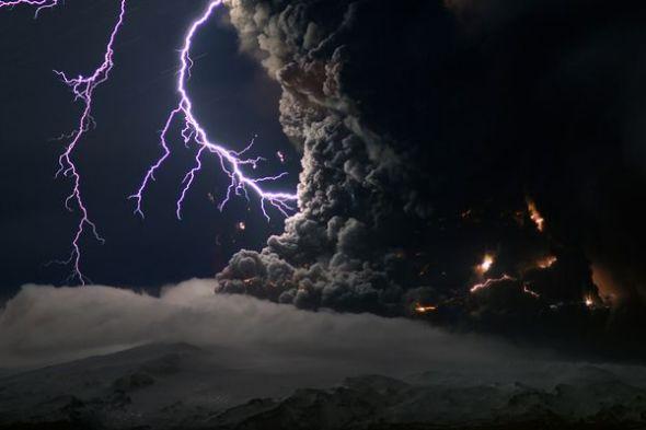 冰岛火山闪电图片