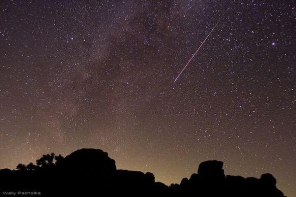 图片:美国国家地理2010年十大太空发现-英仙座流星雨峰值