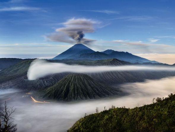 三座火山比邻而居