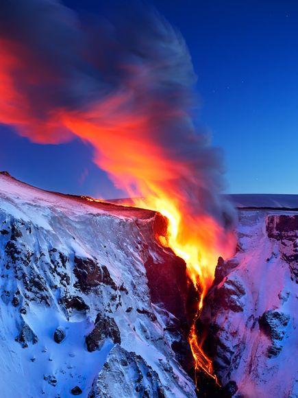 冰岛火山岩浆流