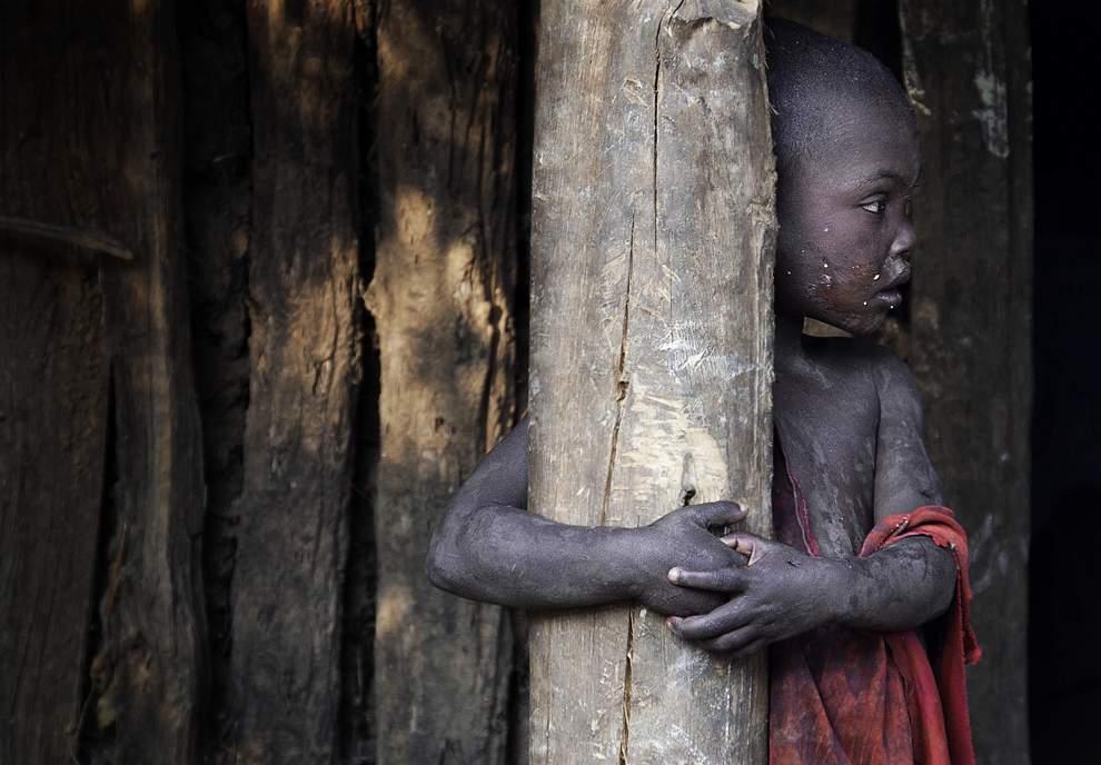 图片:2010年美国国家地理摄影大赛作品欣赏-埃塞俄比亚西南部Meenit族男孩