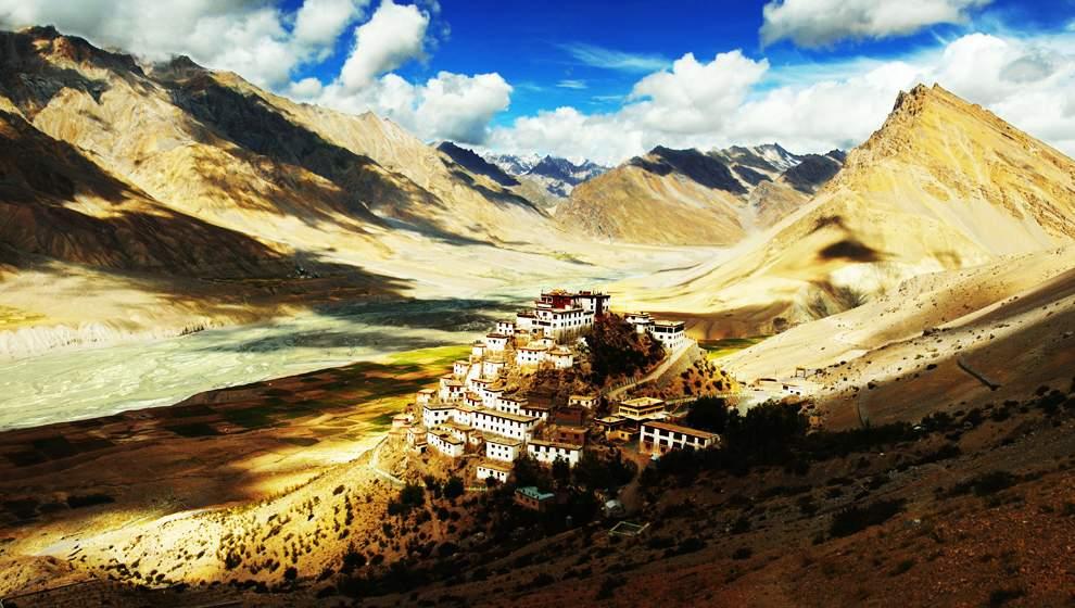 图片:2010年美国国家地理摄影大赛作品欣赏-宝莲寺 这座寺庙位于喜马拉雅山中段的一个小村庄