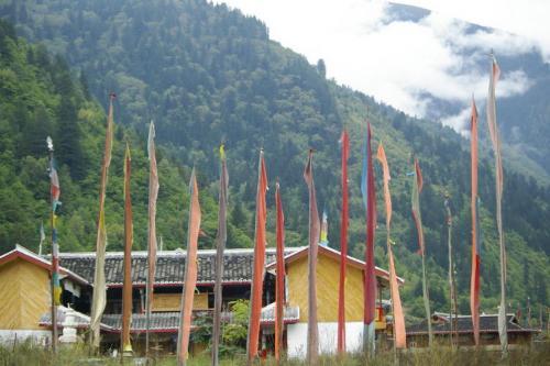 九寨沟图片欣赏:藏族寨子