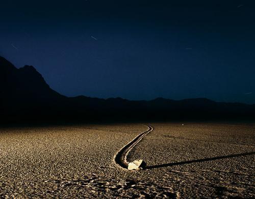 死亡谷:加利福尼亚岩石自动形成的山谷