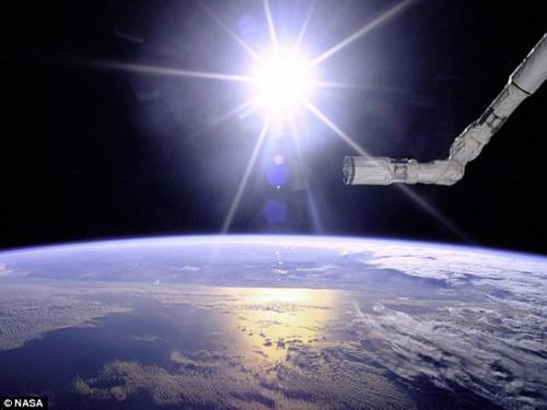 图片:1996年美国宇航局奋进号航天飞机在太阳和地球的背景下相映成辉