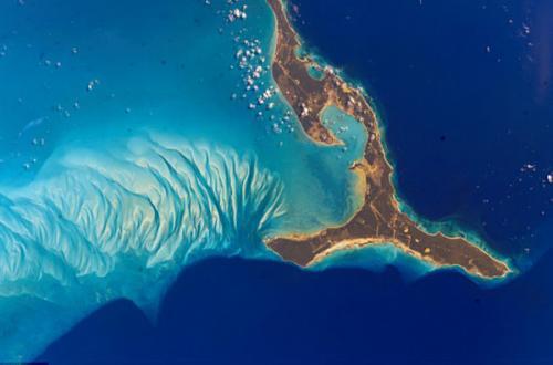 图片:2002年,从太空拍摄美丽的巴哈马群岛