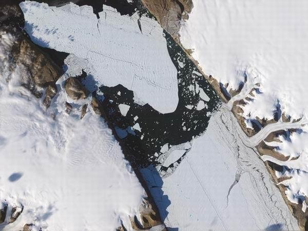 图片:冰山巨人崩塌